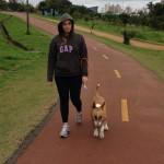 Ter cachorros malucos também é uma ótima dica. Eles te obrigam a caminhar todos os dias. No começo, até 2 vezes por dia.
