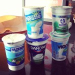 O teste dos iogurtes desnatados, já que ainda não existia Grego Zero da Vigor. O mais gostoso para mim é o da Danone.